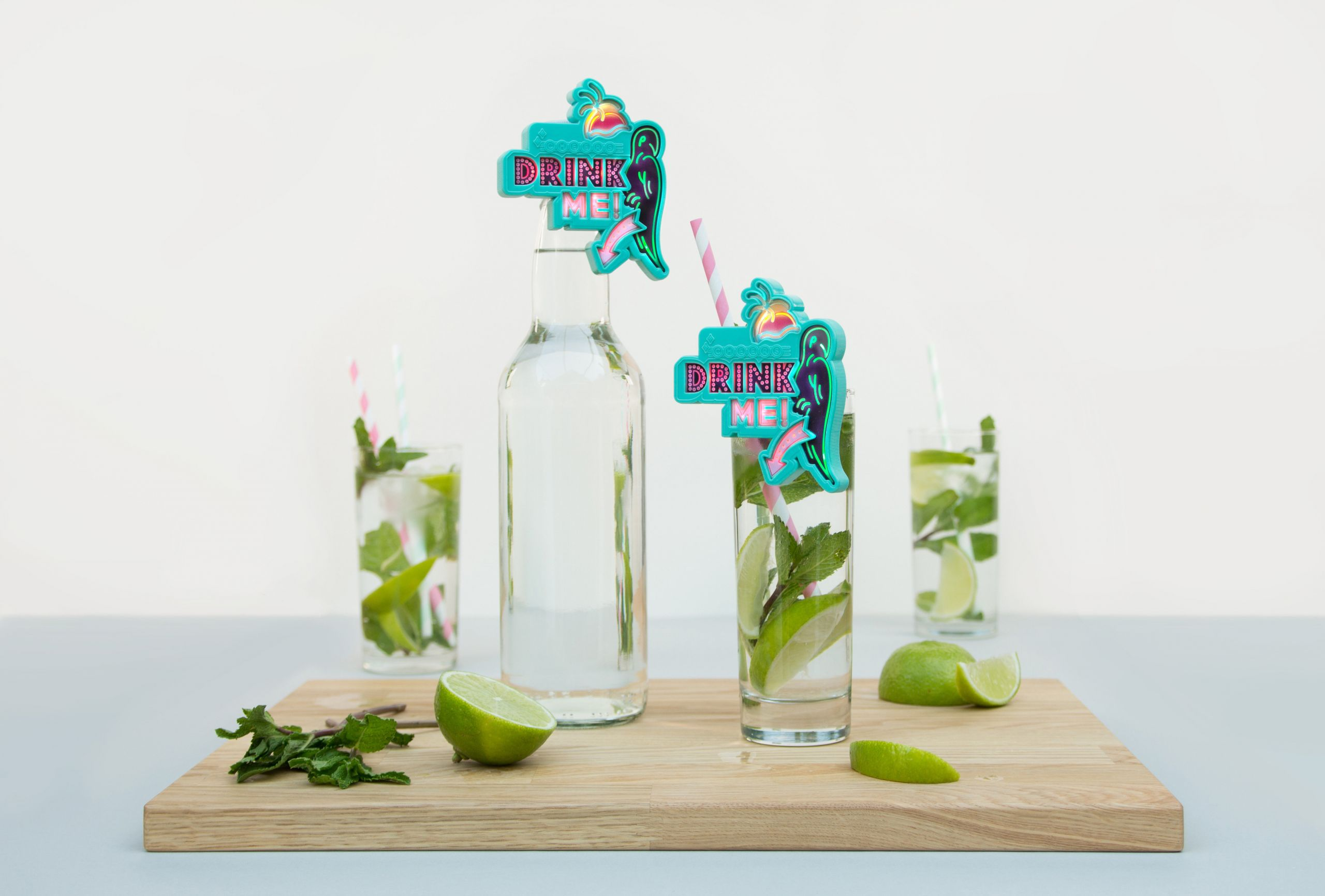 Flashing parrot drink topper