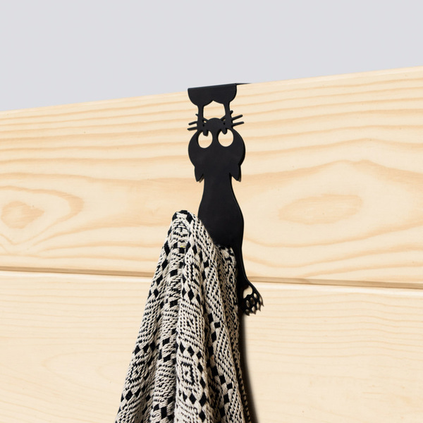 Door hanger curious cat black