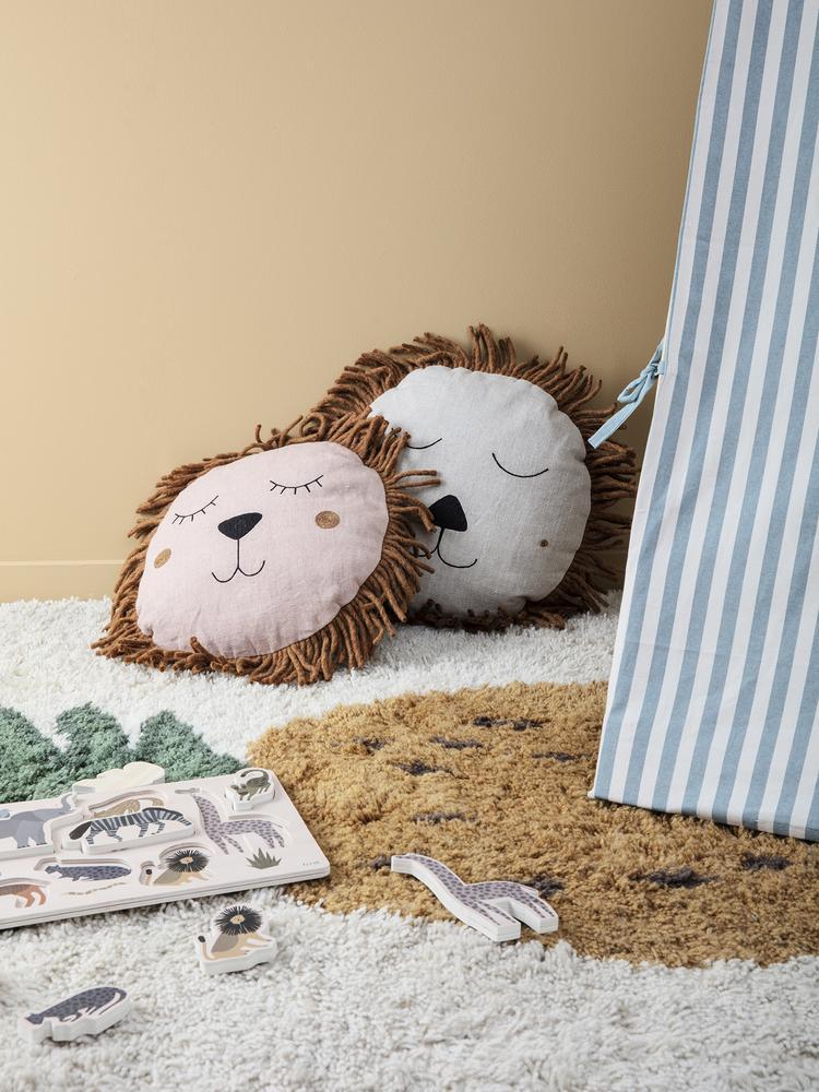 Safari cushion lion natural